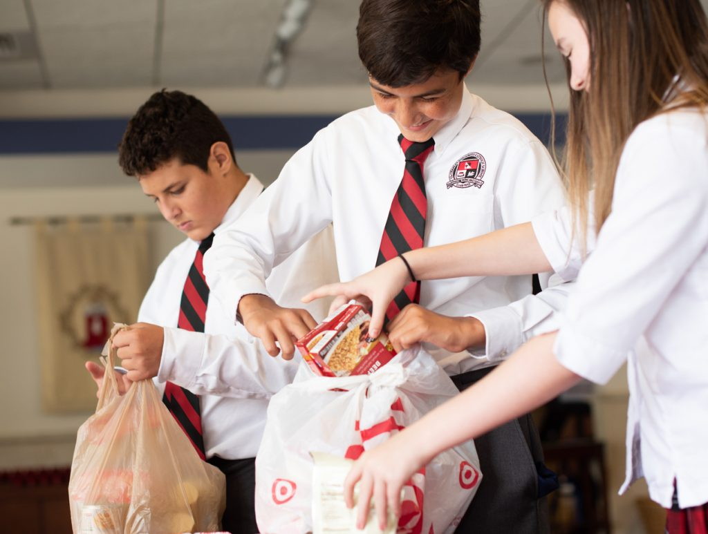 children packing lunches